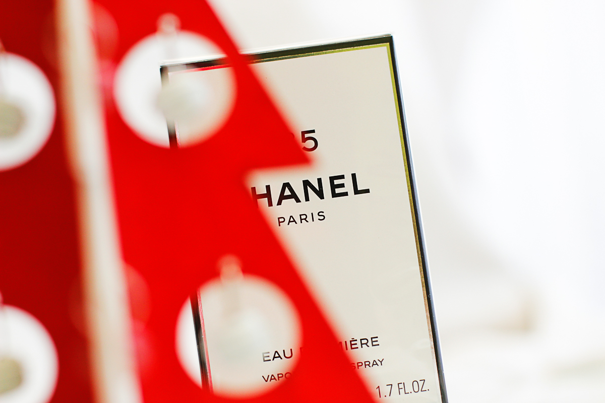 Jak kupować perfumy na gwiazdkę (i Mikołaja)?