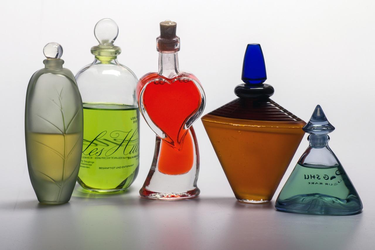 """Co powinno się znaleźć w twojej perfumiarskiej """"garderobie""""?"""