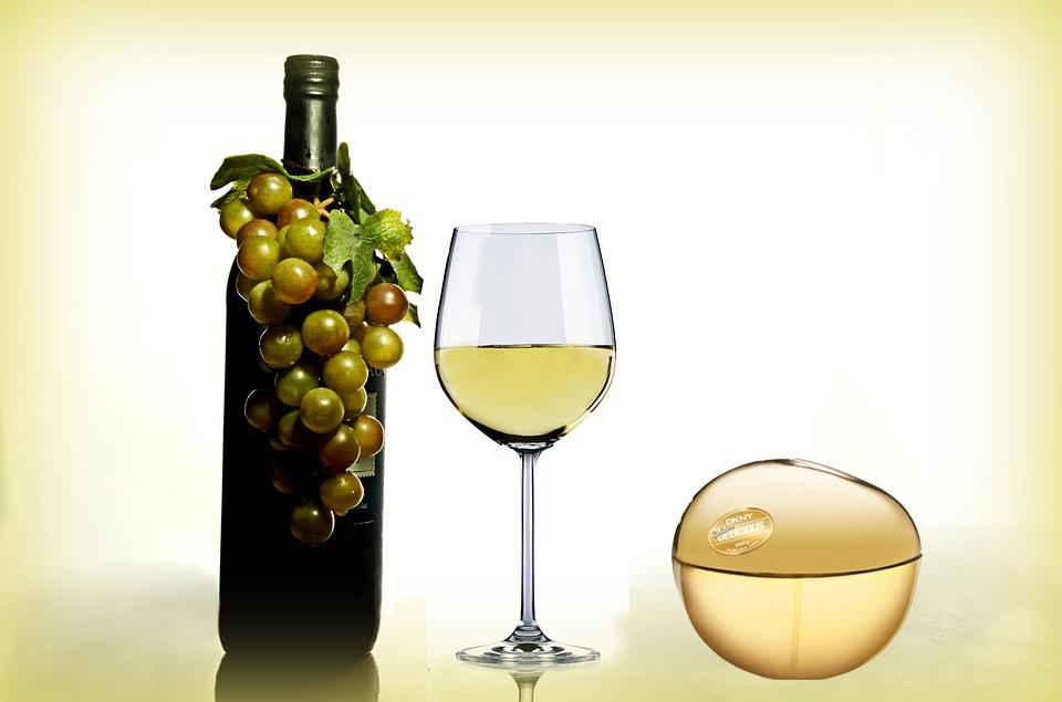 Perfumy przechowywane jak wino