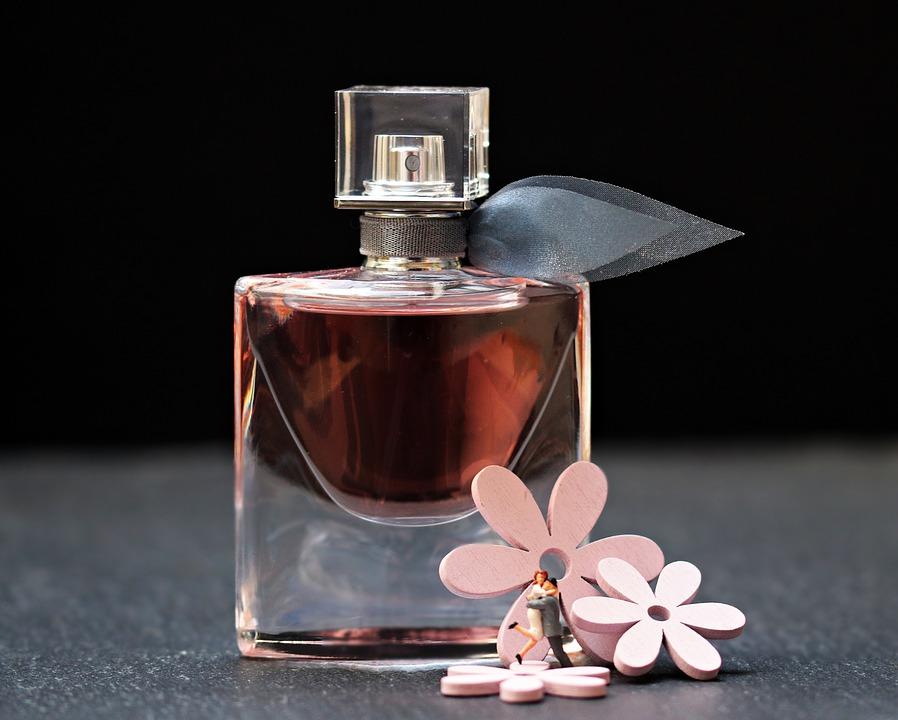 4 sposoby na dłuższe utrzymywanie się perfum